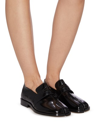 Figure View - Click To Enlarge - MAISON MARGIELA - 'TABI' Round Split-Toe Patent Leather Loafers