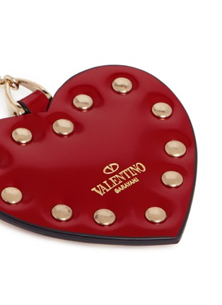 Detail View - Click To Enlarge - VALENTINO - 'Rockstud' heart spazzolato leather keyring