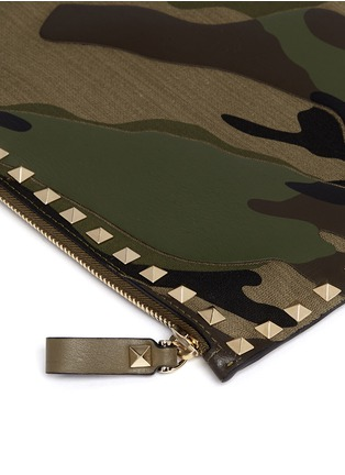 Detail View - Click To Enlarge - VALENTINO - 'Rockstud' camouflage leather pouch
