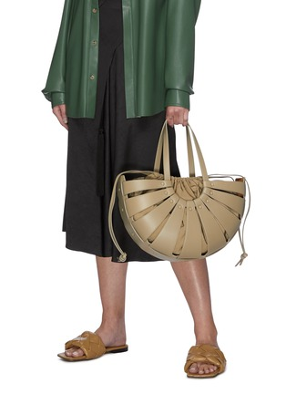 Figure View - Click To Enlarge - BOTTEGA VENETA - Basket leather tote with nylon pouch