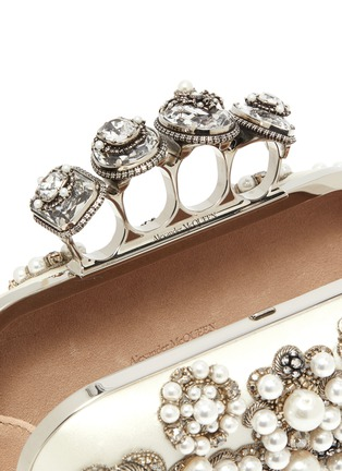 Detail View - Click To Enlarge - ALEXANDER MCQUEEN - Jewel pearl embellished knuckle clutch