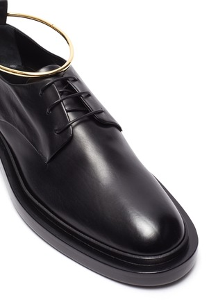 Detail View - Click To Enlarge - JIL SANDER - Metal anklet ring leather brogue shoes