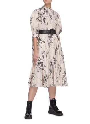 Figure View - Click To Enlarge - ALEXANDER MCQUEEN - Willow Print Back Slit Balloon Sleeve Pleated Cotton Dress