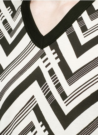 Detail View - Click To Enlarge - Dolce & Gabbana - Zigzag print T-shirt