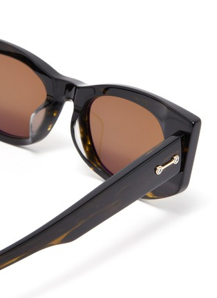 Detail View - Click To Enlarge - AKONI EYEWEAR - 'Aquila' tortoiseshell effect acetate frame oval sunglasses