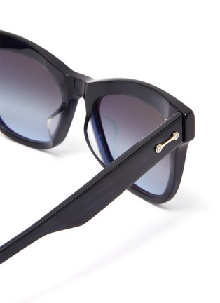 Detail View - Click To Enlarge - AKONI EYEWEAR - 'Vela' acetate wayfarer sunglasses