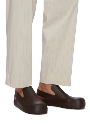 Figure View - Click To Enlarge - BOTTEGA VENETA - Rubber slingback sandals