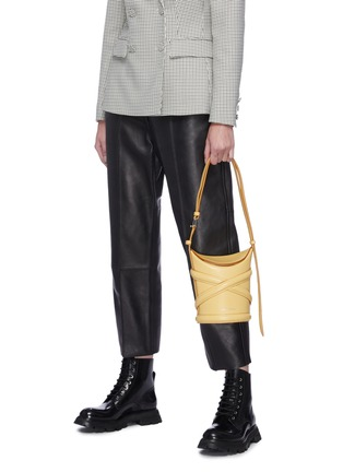 Front View - Click To Enlarge - ALEXANDER MCQUEEN - 'The Curve' Crisscross Detail Small Leather Bucket Tote