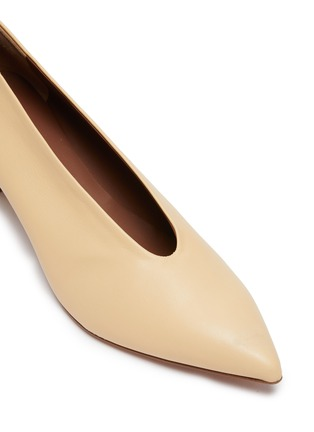Detail View - Click To Enlarge - GRAY MATTERS - Ivy' V Throat Block Heel Leather Pumps