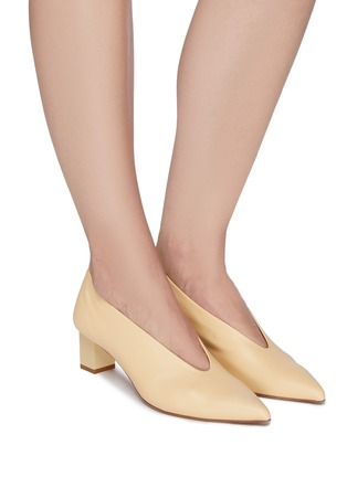 Figure View - Click To Enlarge - GRAY MATTERS - Ivy' V Throat Block Heel Leather Pumps