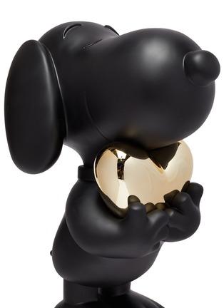 Detail View - Click To Enlarge - LEBLON DELIENNE - Limited Edition Snoopy Heart Sculpture – Black Matt/Chromed Gold