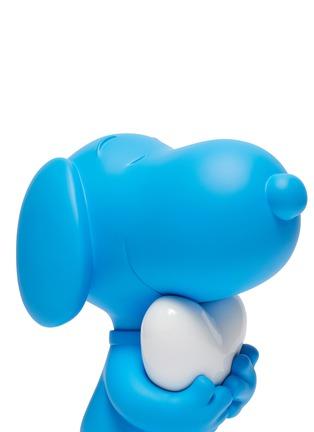 Detail View - Click To Enlarge - LEBLON DELIENNE - Snoopy Heart Sculpture – Matt Blue/White