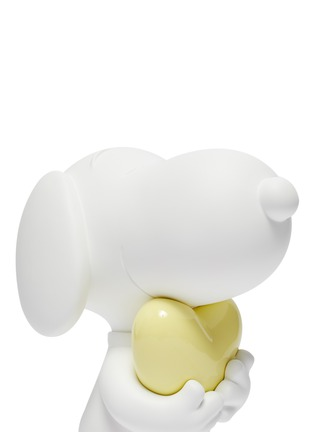 Detail View - Click To Enlarge - LEBLON DELIENNE - Snoopy Heart Sculpture – Matt White/Glossy Yellow