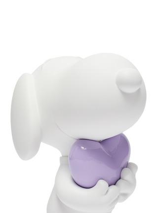 Detail View - Click To Enlarge - LEBLON DELIENNE - Snoopy Heart Sculpture – Matt White/Glossy Purple