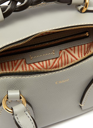 Detail View - Click To Enlarge - CHLOÉ - 'Daria' braided handle grain leather small shoulder bag
