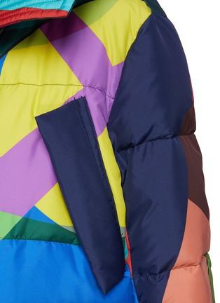 - SACAI - x KAWS Vibrant Camouflage Print Puffer Jacket