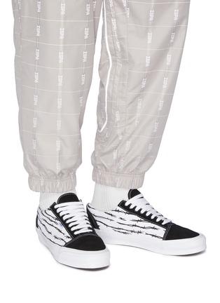 Figure View - Click To Enlarge - VANS - 'Old Skool' barb wire low top sneakers