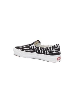 - VANS - 'Old Skool' barb wire slip-on sneakers
