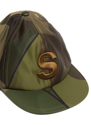 Detail View - Click To Enlarge - SACAI - x KAWS Camouflage Print Flat Cap