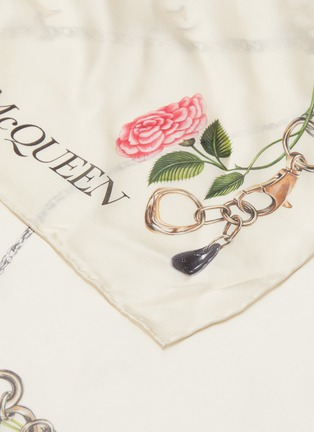 Detail View - Click To Enlarge - ALEXANDER MCQUEEN - Chain Graphic Print Silk Shawl