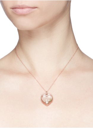 Detail View - Click To Enlarge - Loquet London - 18k yellow gold circle charm - Give a Hug