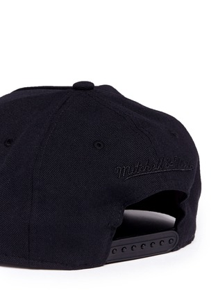 Detail View - Click To Enlarge - Palm Angels - x Mitchell & Ness glossy logo print baseball cap