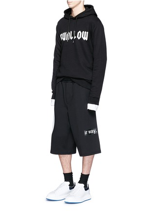 Figure View - Click To Enlarge - McQ Alexander McQueen - 'Taito' geometric slogan print jersey shorts