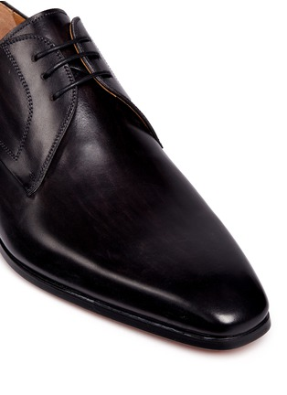 Detail View - Click To Enlarge - Magnanni - Brushstroke finish leather Derbies