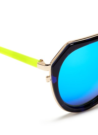 Detail View - Click To Enlarge - MATTHEW WILLIAMSON - Stainless steel rim angular aviator mirror sunglasses
