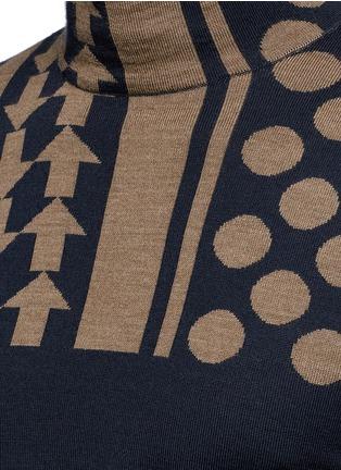Detail View - Click To Enlarge - KOLOR - Arrow dot intarsia wool turtleneck sweater