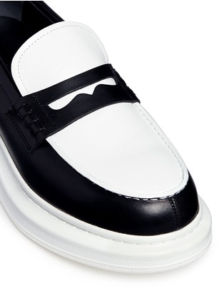 Detail View - Click To Enlarge - Alexander McQueen - Contrast vamp leather penny loafers