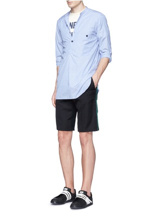 Figure View - Click To Enlarge - Johnundercover - Mixed media slim fit shorts