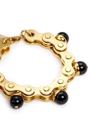 Detail View - Click To Enlarge - Ela Stone - 'Suzy' onyx charm gears brass bracelet