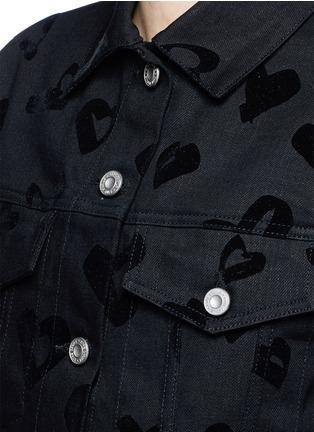 Detail View - Click To Enlarge - ÊTRE CÉCILE - 'Heart' flocked velvet denim jacket