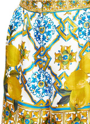 Detail View - Click To Enlarge - Dolce & Gabbana - Maiolica flower print silk twill shorts
