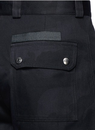 Detail View - Click To Enlarge - VALENTINO - 'Camu Noir' cotton twill shorts