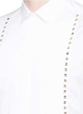 Detail View - Click To Enlarge - Valentino - 'Rockstud Untitled 05' slim fit shirt