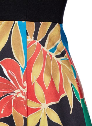 Detail View - Click To Enlarge - alice + olivia - 'Kourtney' floral print boat neck pleat dress