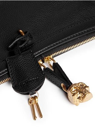 Detail View - Click To Enlarge - ALEXANDER MCQUEEN - 'Padlock' leather clutch