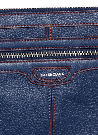 Detail View - Click To Enlarge - BALENCIAGA - 'Clip' contrast stitch medium leather zip pouch