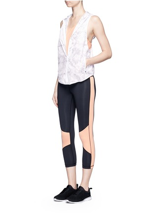 Figure View - Click To Enlarge - Alala - 'White Palm' print hooded run vest