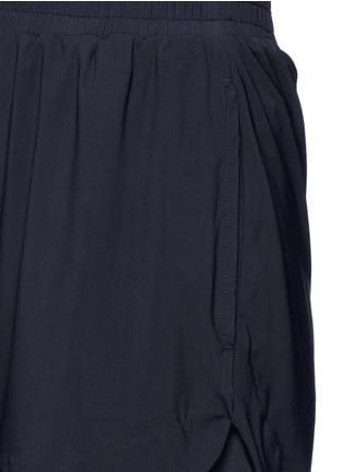 Detail View - Click To Enlarge - Koral - 'Loop' elastic seamless scalloped edge shorts