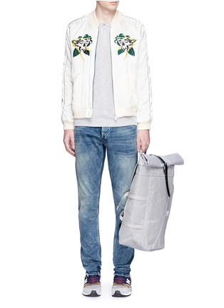 Figure View - Click To Enlarge - DENHAM - 'Cross' carrot fit jeans