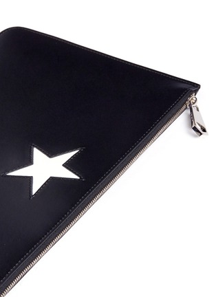 Detail View - Click To Enlarge - Givenchy - 'Classic' medium star patch leather zip pouch