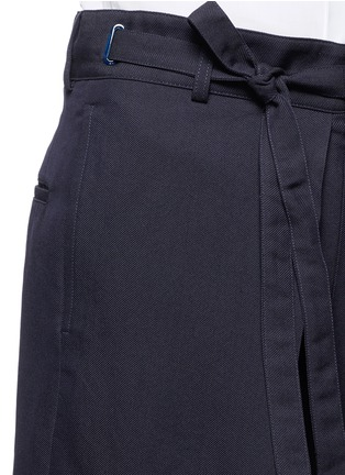 Detail View - Click To Enlarge - ALEXANDER MCQUEEN - Oversize pleat front cotton-silk gabardine cropped pants