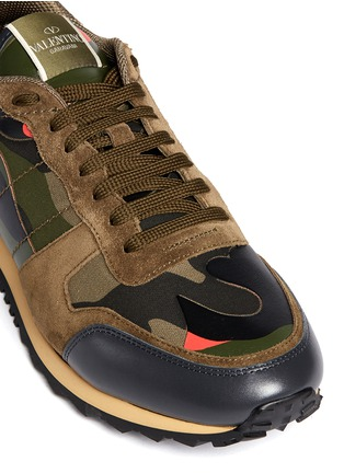 Detail View - Click To Enlarge - Valentino - Camouflage print patchwork leather sneakers