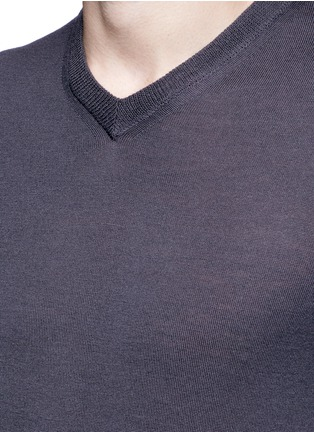 Detail View - Click To Enlarge - Armani Collezioni - V-neck wool sweater
