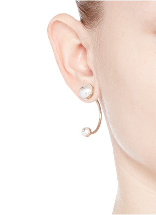 Figure View - Click To Enlarge - VALENTINO - 'Rockstud' hanging pearl single earring