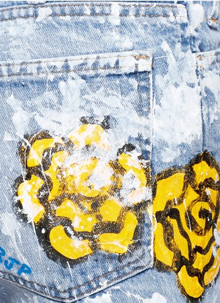 Detail View - Click To Enlarge - RIALTO JEAN PROJECT - One of a kind hand-painted rose vintage denim shorts
