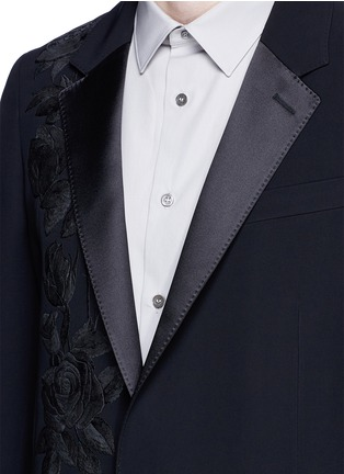Detail View - Click To Enlarge - Alexander McQueen - Waxed floral embroidery crepe blazer